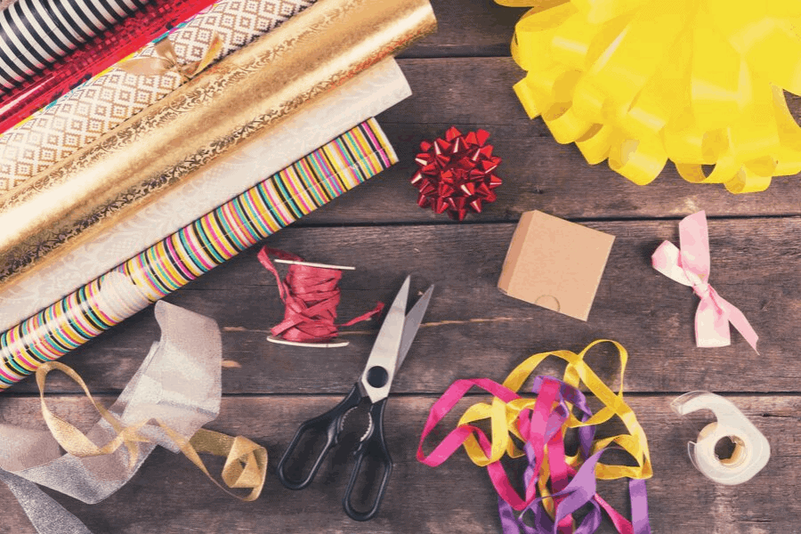 How to get rid of clutter fast before Christmas! The best things to get rid of and declutter before the holiday season starts, so your home feels peaceful.