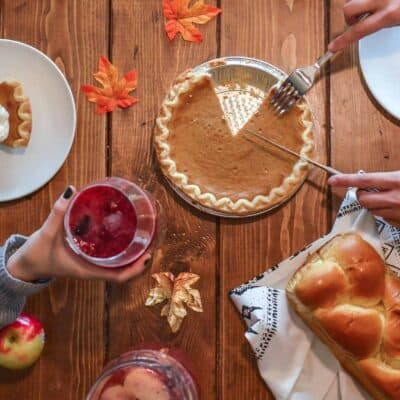 How to Host Thanksgiving on a Budget – 15 Easy Tips!