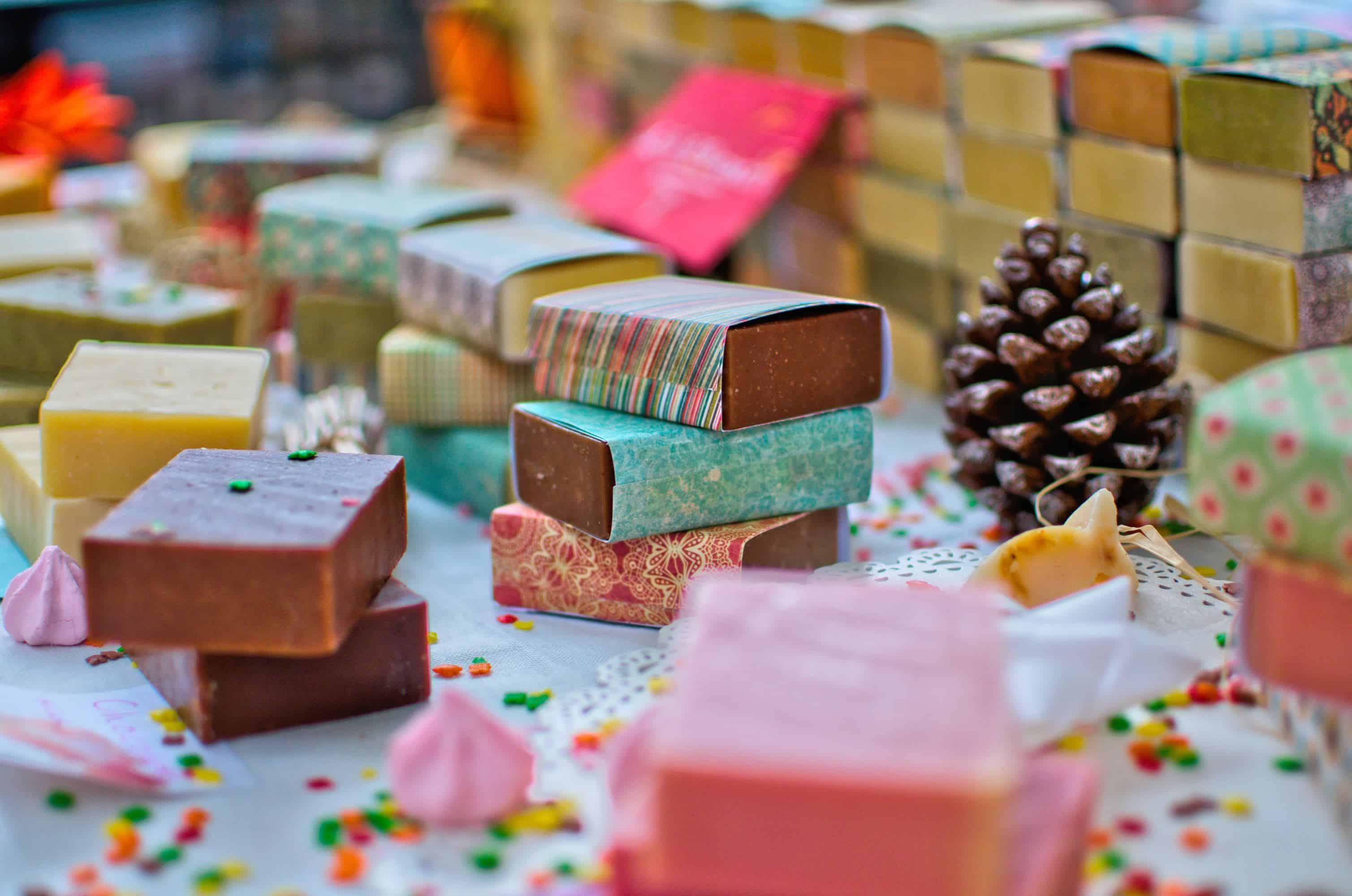 How to make your house smell like Christmas! 15 easy ways, including homemade air fresheners, potpourri, and festive Christmas essential oils.