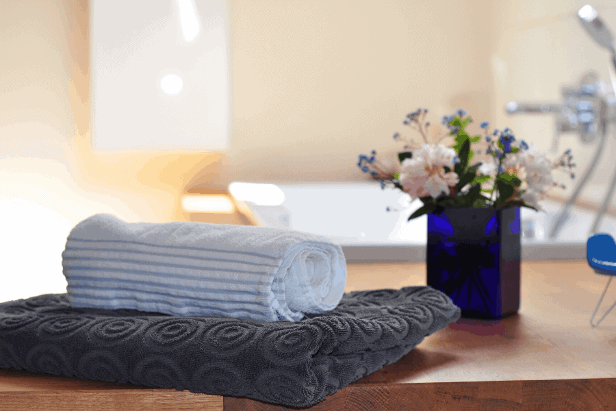 Exactly how to make your house smell like a spa! These 7 easy tricks will give your home that glorious spa smell to keep you relaxed around the house!