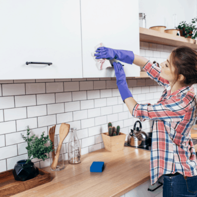 Simple Spring Cleaning Checklist (+ FREE pretty printable to keep you on track!)