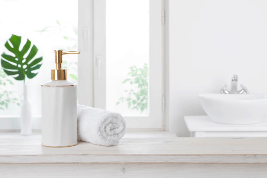 How to make your bathroom smell nice! Get rid of bathroom odors naturally with these easy hacks!