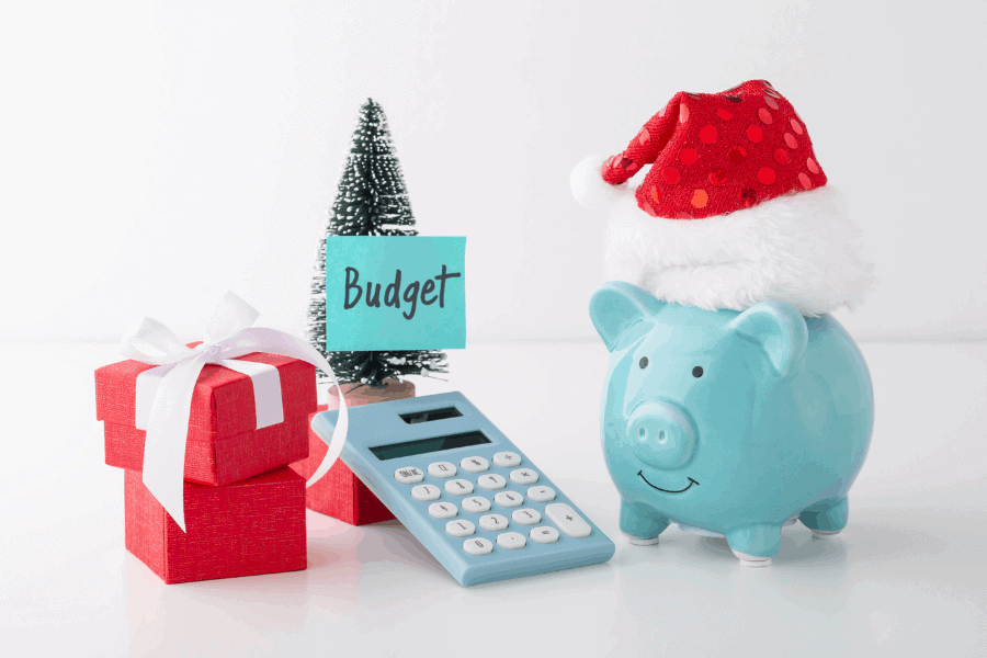 Christmas savings plan for 2021! How to save money for Christmas this year, so you can actually enjoy the holiday season!
